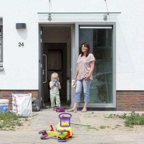 1504_moeder en kind voordeur renovatie.jpg