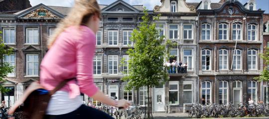 Student op fiets markt maastricht 633.jpg