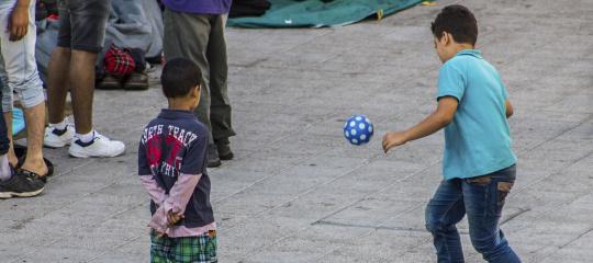 1632_asielzoekers voetballende kinderen.jpg