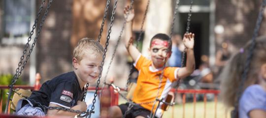 991_kinderen carrousel.jpg